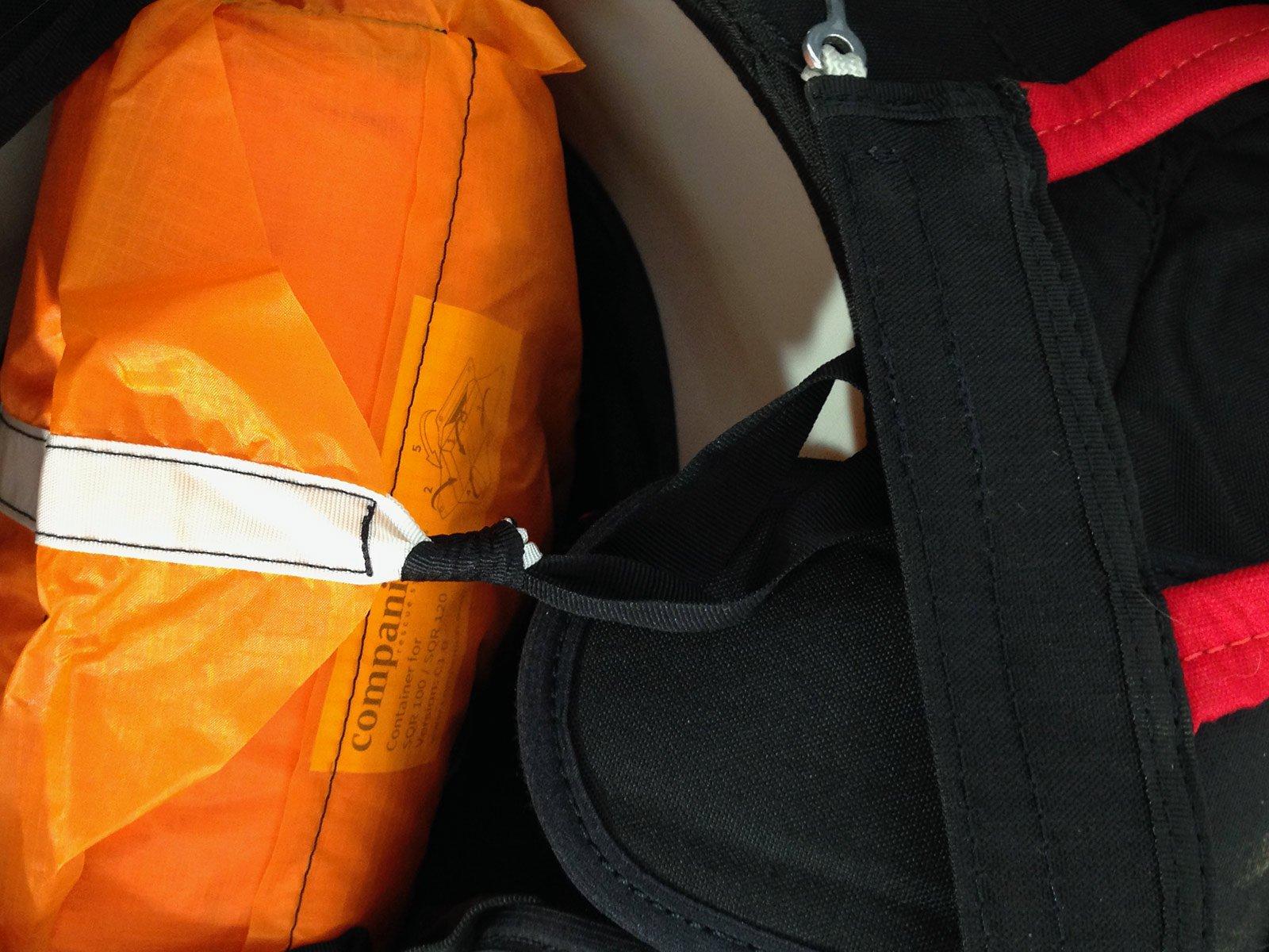 Rettung Packen Prüfen des ordnungsgemäßen Einbaus der Rettung, Öffnungsverhalten, Baujahr